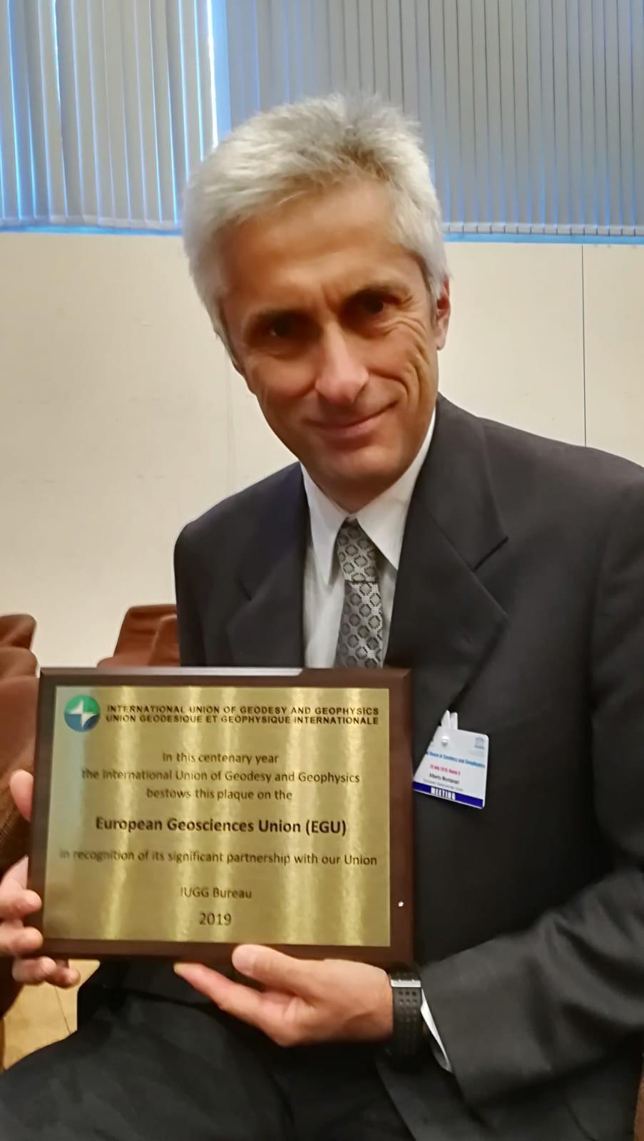 EGU President Alberto Montanari with IUGG plaque bestowed to EGU