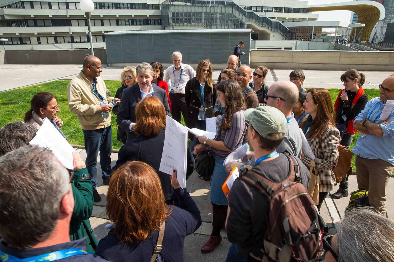 Geology outdoors with CoE Chairman, Chris King (Credit: EGU/Foto Pfluegl)