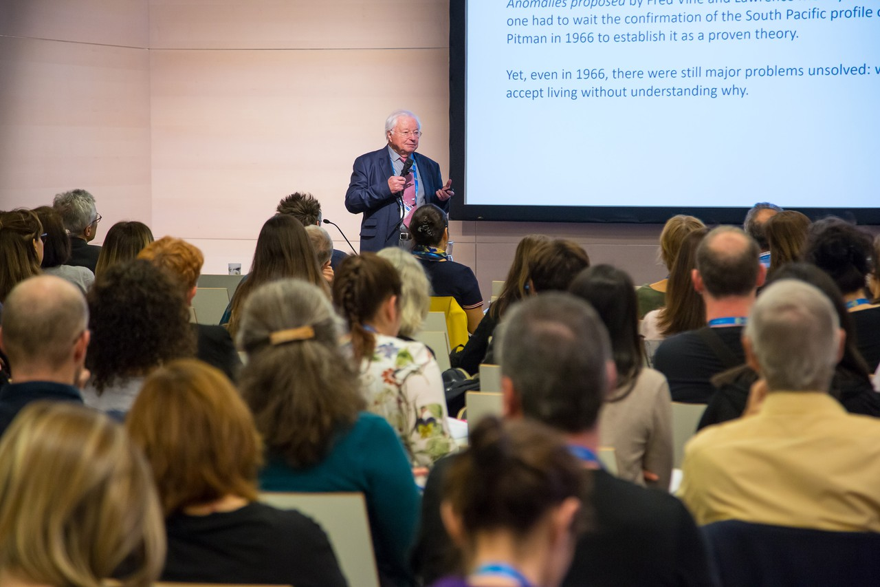 Le Pichon, father of plate techtonics, addressing GIFT teachers (Credit: EGU/Foto Pfluegl)