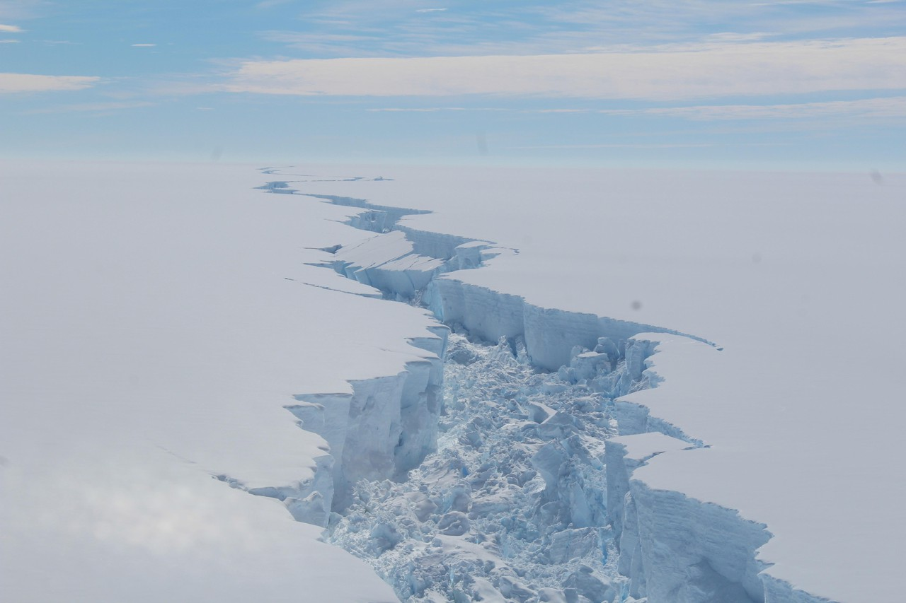 Larsen C rift (Credit: British Antarctic Survey)