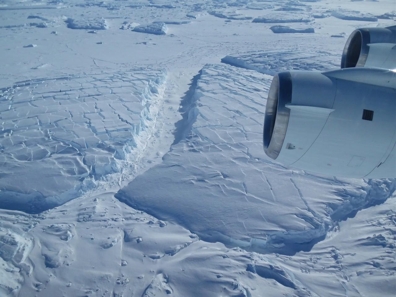 Frozen icebergs near Thwaites Glacier in West Antarctica (Credit: NASA/Jim Yungel)