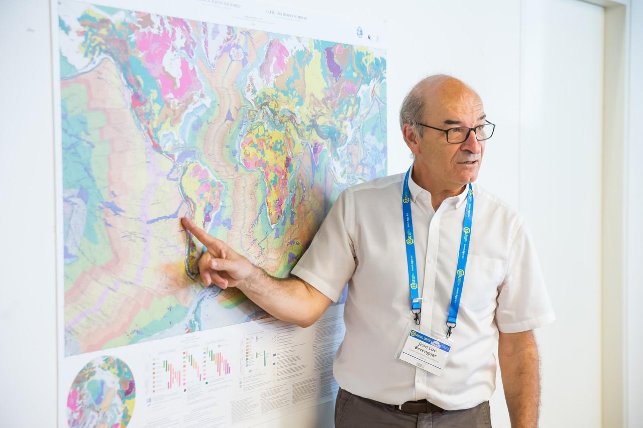 Jean-Luc Berenguer (CoE), experienced teacher leading practical session (Credit: EGU/Foto Pfluegl)
