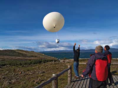 Launch of an ozonesonde at the GAW station in Ushuaia, Argentina (Credit: WMO)