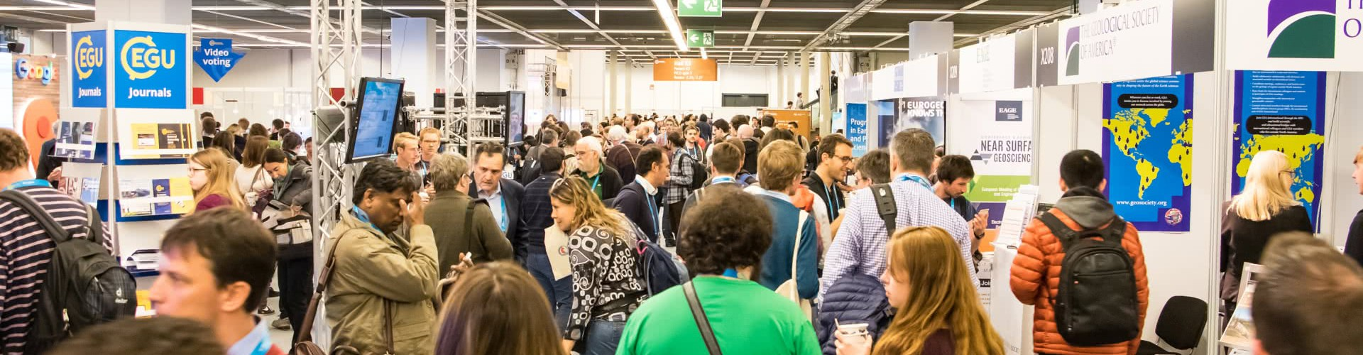 Crowds at the EGU 2017 General Assembly (Credit: EGU/Foto Pfluegl)